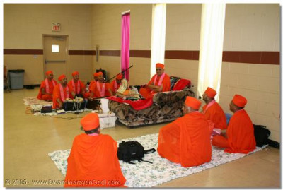 30th June 2005. Acharya Swamishree gives darshan during a sabha in Detriot