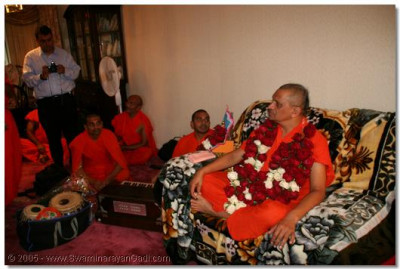 Evening of 5th July 2005, Acharya Swamishree arrives in Cleveland, Ohio