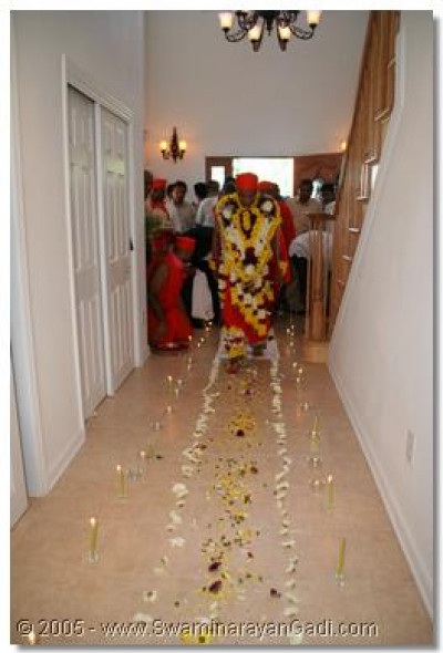 Acharya Swamishree is welcomed with a pathway of flowers