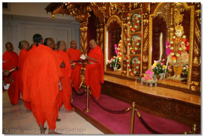 18th July 2005, New Jersey. Acharya Swamishree approves sants' and devotees' Chaturmas vows