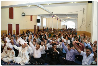 Devotees gathered to celebrate patavso in Bolton