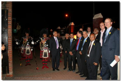Honoured guests are greeted by Shree Muktajeevan Pipe Band