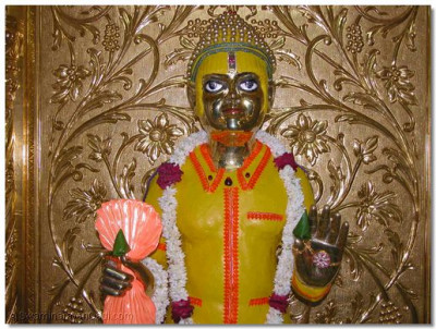 Chandan vagha adorned by Shree Harikrishna Maharaj