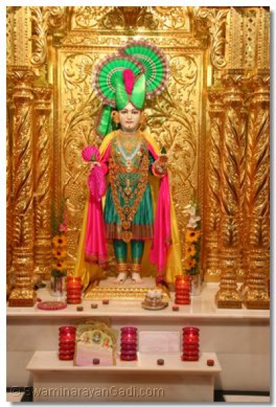 Divine darshan of Lord Swaminarayan at Maninagar Temple on Dhan Teras (19th October 2006)