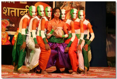 Disciples of Panchmahal perform a dance to the Indian patriotic song, Vande Mataram