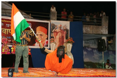 Shree Kamlesh Patel performs a dance to the patriotic song, Suno Gaurse Duniya Valo