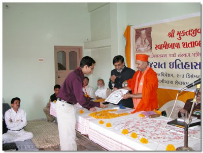 Mahant Swami presents gold medals and certificates to various students who have recently obtained further degrees in history