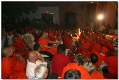 Acharya Swamishree give darshan to Shree Yatin Bavsar