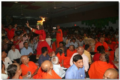 Acharya Swamishree watches as the audience get to see the dance close up