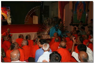 Shree Kamlesh Patel dances to the kirtan 'Hari charan maa...'