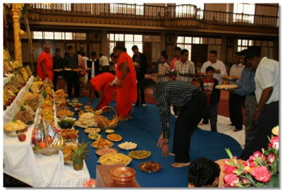Sants and disciples prepare the annkut for Lord Swaminarayanbapa Swamibapa