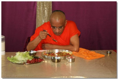 Divine darshan of Acharya Swamishree having some prasad lunch