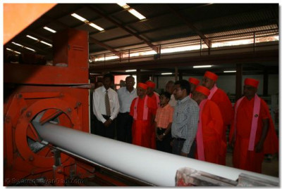 Later in the day Acharya Swamishree visits a disciple's factory