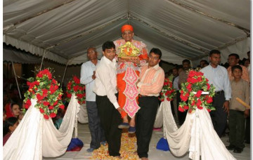 Acharya Swamishree gives darshan in Nakuru