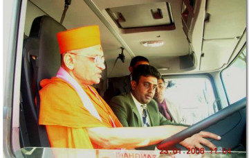 Last few days of Acharya Swamishree's Vicharan in Nairobi and Arrival in India