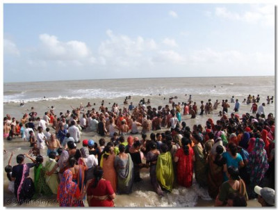 Hundreds of disciples, many from outside Kutch had gathered in Mandvi to witness these unforgettable proceedings
