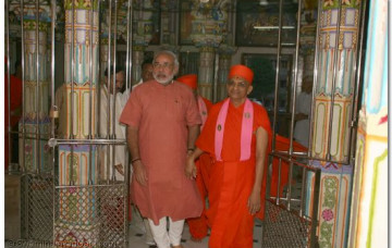 Chief Minister of Gujarat meets Acharya Swamishree