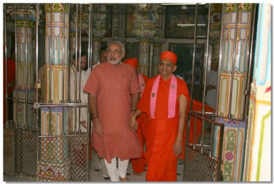 Acharya Swamishree and the Chief Minister inside Maninagar Temple