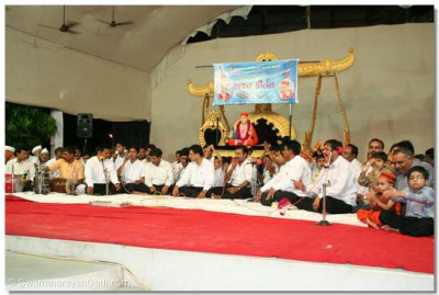 Disciples perform kirtan bhakti during the evening of 21st September 2006