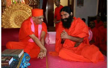 Acharya Swamishree Gives Darshan to Ramdevji Maharaj