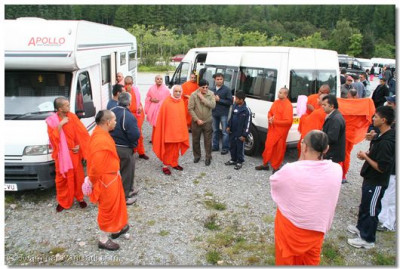 Acharya Swamishree and the group arrive at Nevis Mountian Range