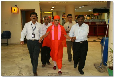 His Divine Holiness Acharya Swamishree arrives at the International Airport, Ahmedabad