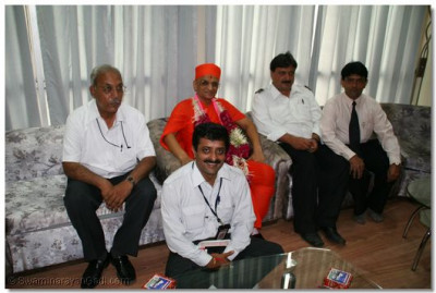Acharya Swamishree gives His darshan to the airport officials