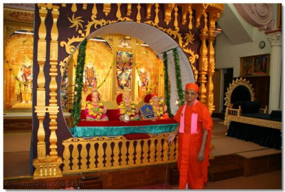 Acharya Swamishree gently swings Lord Swaminarayanbapa Swamibapa, who give their divine darshan from an ornately decorated hindolo