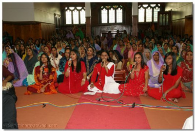 Young disciples perform a kirtan to please Lord Swaminarayanbapa Swamibapa and Acharya Swamishree