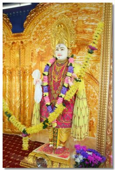 Lord Shree Swaminarayan - Shree Ghanshyam Maharaj gives His divine darshan at London Temple