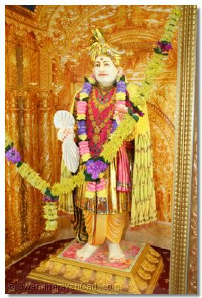Jeevanpran Abji Bapashree gives His divine darshan