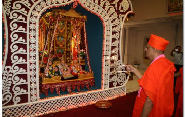 Acharya Swamishree Arrives in New Jersey