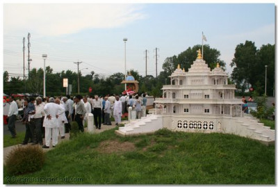 The procession passes the model of Shree Muktajeevan Swamibapa Smruti Mandir