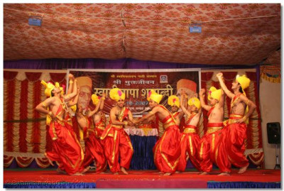 Disciples of Bavla perform a devotional dance
