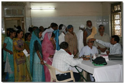 Shree Swaminarayan Gadi Sansthan organised a free eye clinic during the festivities