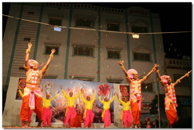 Sants and students of Shree Muktajeevan Kala Academy express their delight at the imminent arrival of Swamibapa's Centenary Celebrations, in the form of a spectacular dance