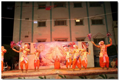 Swamibapa's sants perform a devotional dance