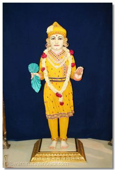 Divine darshan of Lord Swaminarayan adorned in chandan vagha at Maninagar Temple