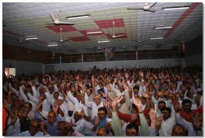 Disciples gathered in the Shree Muktajeevan Auditorium during this special assembly