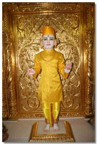 Divine darshan of Shree Ghanshyam Maharaj as He prepares to rest after the Janmashtami celebrations