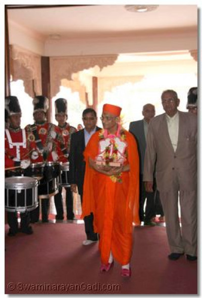 Acharya Swamishree enters the magnificent, main Temple hall