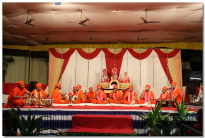 Sants sing devotional songs during the evening concert
