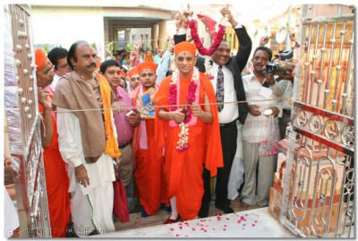 His Divine Holiness Acharya Swamishree cuts a ribbon to mark the official opening of the the new Shivji Temple