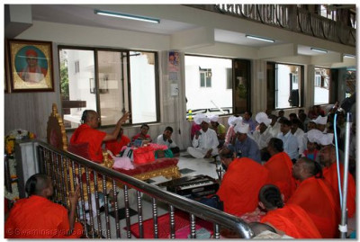 Acharya Swamishree gives divine blessings to all the sants and disciples