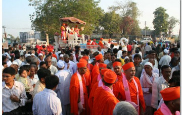 Acharya Swamishree gives Darshan in Narsipura