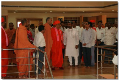 Acharya Swamishree is shown around the Education Centre