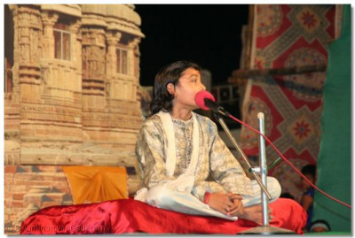 During the evening concert, young comedian, Shree Rushabh Aahir delights the audience