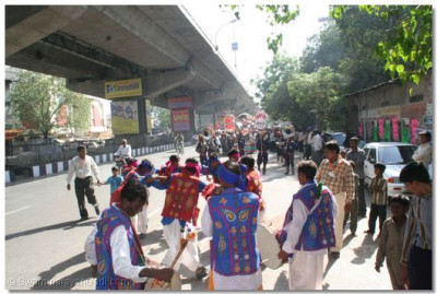 On the 12th May a procession was held the city of Surat