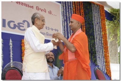 Sadguru Shree Bhagvatpriyadasji Swami with Freedom Fighter Shree Brahmkumar Bhatt