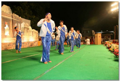 Students of Shree Muktajeevan Kala Academy perform one of the live dance performances, which formed part of the exhibition